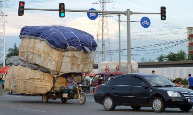 Moving-Miscue-China-motorcycle-cargo-stacked